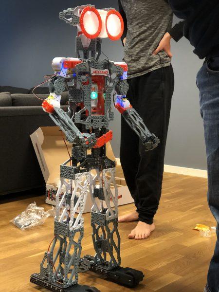Deltagare har byggt ihop en digital robot