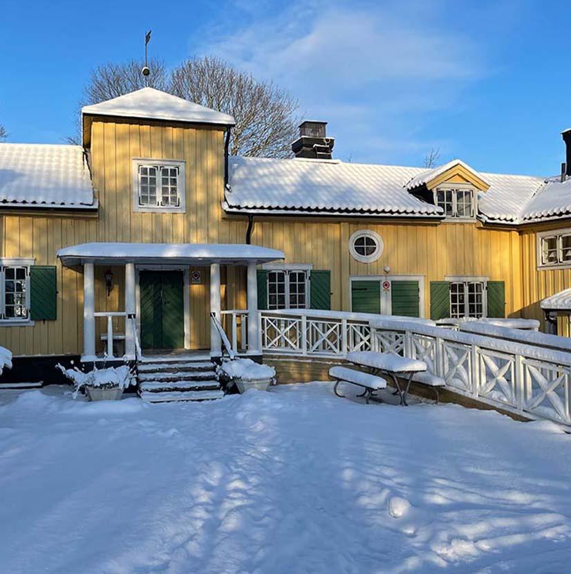 Vinter på Berga gård. Snö och sol