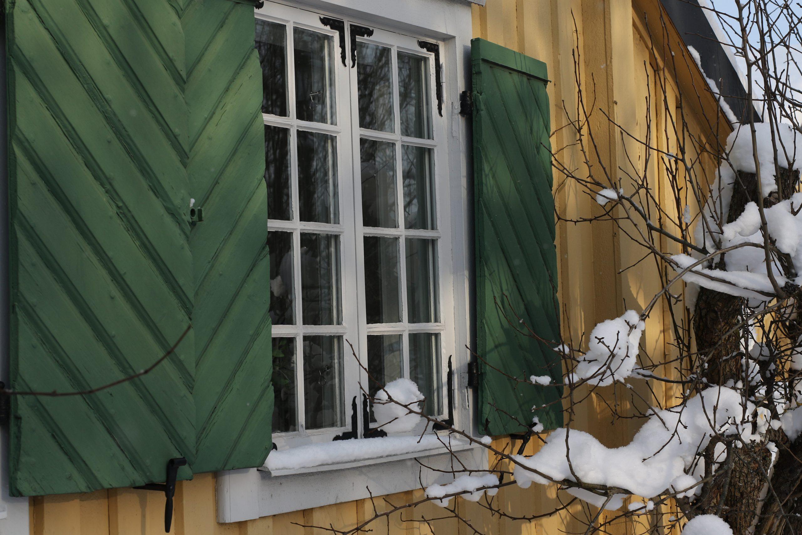 Vinter på Berga gård. Mycket snö